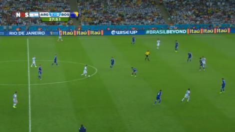 Ook voor Lionel Messi is het een kansloze missie om vanuit dit soort posities gevaarlijk te worden.