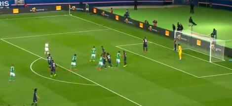 De manier waarop PSG corners verdedigt. Zlatan Ibrahimovic pakt de zone bij de eerste paal en de rest van het team doet aan mandekking.