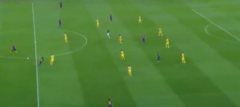 APOEL in een compact 4-4-2 blok. Ruimte bij de centrale verdedigers en op de flanken.