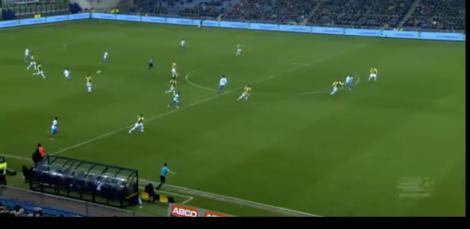 Ruimte achter de defensie van Vitesse bij een tegenaanval van PSV.