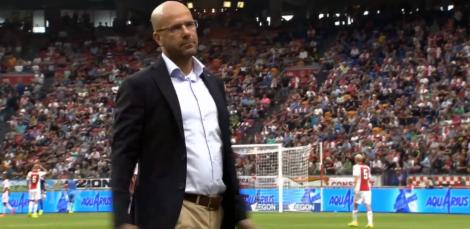 Peter Bosz baalt na het missen van een kans tegen Ajax (4-1 verlies).