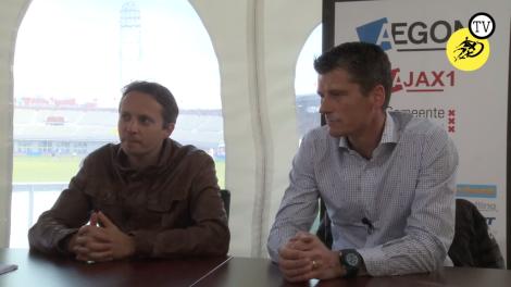 Ruben Jongkind (hoofd talentonwikkeling) en Wim Jonk (hoofd jeugdopleiding) werken op De Toekomst aan de uitvoer van Plan Cruijff.